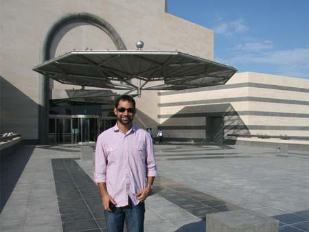 Travis at the entrance of the Museum of Islamic Art