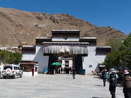 Main entrance to Tashilhunpo Monastery